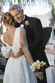 Gelukkig vader knuffelen dochter — Stockfoto