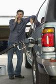 Man Pumping Gas Into Car — Stock Photo