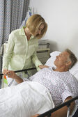 Woman Visiting Man In Hospital — Stock Photo