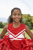 Animadora de chica en campo de fútbol — Foto de Stock