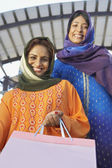 Muslim Women With Shopping Bag — ストック写真