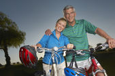 Couple Standing With Bicycles — Stock Photo