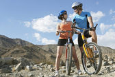 Young Couple On Bicycles In Mountains — Fotografia Stock