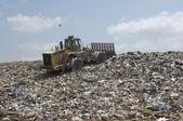 Grävmaskin loader på dumpningen ground — Stockfoto