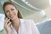 Businesswoman Using Cell Phone — Stockfoto