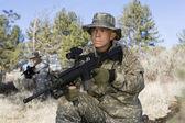 солдаты с пулеметом — Стоковое фото