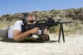 Man Aiming Machine Gun At Firing Range — Stock Photo