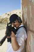 Woman Aiming Machine Gun At Firing Range — Stock Photo