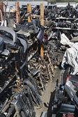 Peças do carro no ferro-velho — Fotografia Stock
