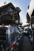автомобили в свалке — Стоковое фото