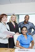 Wielu etnicznych biznesowych uśmiechający się razem — Zdjęcie stockowe
