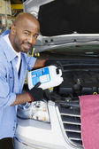 Auto Mechanic Adding Fluids To Minivan — Stock Photo