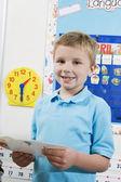 İlköğretim öğrencisi ile flash kartları — Stok fotoğraf