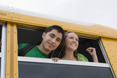 Studenti delle scuole superiori su un autobus — Foto Stock