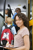 Teacher Loading Elementary Students On School Bus — Stock Photo
