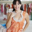 bella donna ispanica shopping — Foto Stock