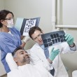 Dentists Explaining X-ray Report To Patient — Zdjęcie stockowe