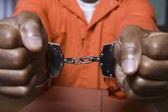 手錠をかけられ刑事 — ストック写真