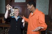 Advocaat en cliënt vieren vrijspraak — Stockfoto