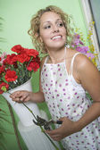 Female Florist Trimming Flowers — Stock Photo