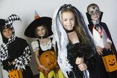 Grupa dziecko w kostiumy na halloween — Zdjęcie stockowe