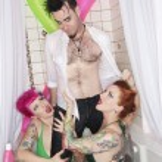 Man standing in bathtub with women seducing him — Stock Photo
