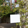 Real estate sign board outside house - Foto Stock