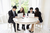 Businesspeople working on laptop — Stock Photo