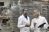 Quality control workers inspecting at bottling plant — Stock Photo