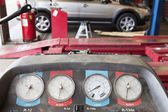 Close-up of a hoist pressure gauge in garage — Stock Photo