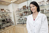 Portrait of a happy optometrist in store — Zdjęcie stockowe