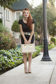 Full length of a stylish woman holding a vanity case — Stockfoto