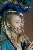 美丽的年轻女子的脸上戴珠宝首饰 — 图库照片