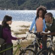 Friends With Mountain Bikes By The Lake — Stock Photo