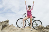 Triumphant Woman On Hilltop With Mountain Bike — Stock Photo