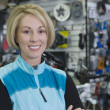 Female Cyclist In Shop — Stock Photo