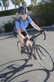 女人骑自行车 — 图库照片