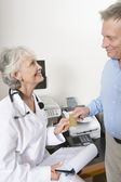 Doctor Accepting Payment Through Credit Card From Patient — Stock Photo