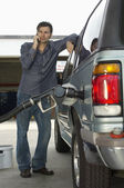 Man Pumping Gas Into Car — Stock Photo