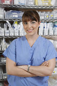 Infermiera femmina nella stanza d'ospedale — Foto Stock