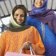 Muslim Women With Shopping Bag — Stock Photo