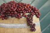 Red Grapes On Barrel — Stock Photo