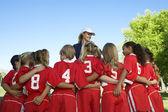 Giocatori di calcio con allenatore — Foto Stock