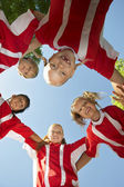 Soccer Players Forming Huddle — Foto de Stock