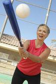 Woman Playing Baseball — Stock Photo