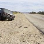 opuštěné auto na silnice — Stock fotografie