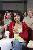 Heureux étudiante dans la salle de classe — Photo