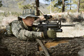 Soldier With Machine Gun Leaning On Log — Stock Photo