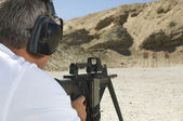Man Aiming Machine Gun At Firing Range — Stock Photo