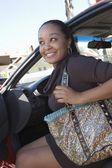 žena z auta — Stock fotografie